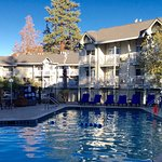 The Beach Retreat & Lodge has a heated pool and hot tub.