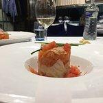 Enseñada de salmón, bacalo ahumado con tomate y ventresca.