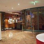 Lobby mit Blick zur Bar