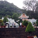 Sam Mountain township temples and climb to top of the mountain