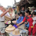 Colonial Hat shopping in Duong Lam ancient village