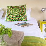 Room 4 - loads of magazines, percale white linen & comforter