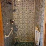 Douche accessible pour personnes à mobilité réduite