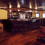 Het hotel beschikt over een gezellig bar waar u terecht kunt voor een hapje en een drankje