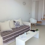 Living area, clean comfortable and spacious x
