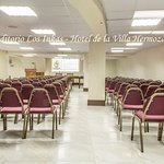Auditorio con capacidad de 120 persona.