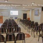 Auditorio con capacidad de 80 persona.