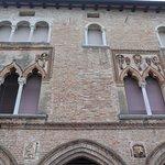 Ажурный фасад средневекового особняка