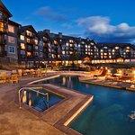 suncadia_accomodations_lodge_night