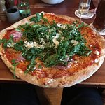 Pizza schmeckt lecker aber man muss schon ordentlich Hunger haben um so ein riesiges Teil zu sch