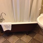 Cottage 12 claw foot bathtub