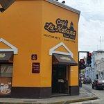 Cafe La Habana, Ni cafe ni comida cubana!