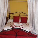 HABITACIÓN RUBÍ, amplia y confortable a la vez que romántica