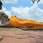 Photo de Temple of the Reclining Buddha (Wat Lokayasutharam)