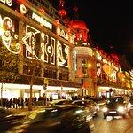 Paris ,Les grands magasins, Boulevard Hausmann, vers Noël