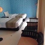Unser sehr großes und geräumiges Zimmer. 1 großes Bett und 2 extra Betten für Kinder.