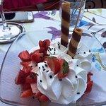 Gelato with fresh strawberries and cream