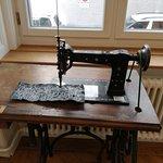 máquina de costura no primeiro andar