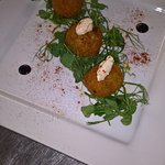 Crab cakes with chilli mayo