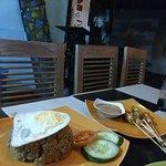 Roys Cafe (Warung Iboe Bakoel)' Foto