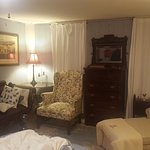 Constitution Oak Bed & Breakfast Photo