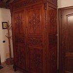armoire ancienne dans la chambre