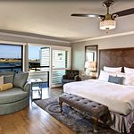 Luxury King - Mini Suite with Full View of Bay