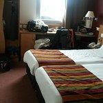 chambre à 2 lits , exiguë
