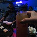 Drink tequila sunrise, meu preferido, a base de tequila, suco de laranja e grenadine.