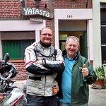 en frente al Yatasto con el dueño Hector Penno