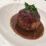 Caillette de l'Ardèche servie tiède, jus de veau réduit et foie gras