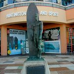 Duke Kahanamoku statue in front of Huntington Surf and Sport