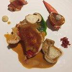 Homard breton et fricassée de tripes, jus homardine, chips de cochon