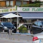 can flores,,, teneis aparcamiento zona azul, hemos pagado por 2 horas 1,50 euros.
