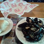 Mussels with homemade roll