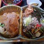 アベック丼本体(豚丼はあっさり、そばつゆの味付け?)