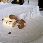 Brillat-Savarin truffé par les soins du chef à la truffe de Bourgogne et lamelle de truffe fraîc