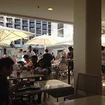 Foto de Hyatt Place Waikiki Beach