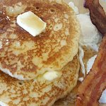 Hotcakes, bacon & eggs