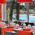 Restaurant le Mazarin avec vue sur la piscine