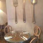 Nous avons découvert par hasard en flânant dans le Vieux Antibes ce restaurant.... Cadre sympa T