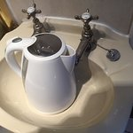 Tiny wash basin - so unable to fill kettle