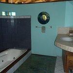 Queen Bungalow Bathroom