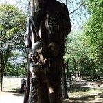 Sculpture sur tronc d'arbre