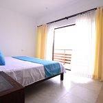 Habitación Suite Junior, cama king size, frente al mar con balcón de 7 metros.