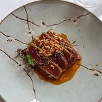 Thunfisch Sushimi auf Gurkensalat