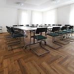 """Raum und Technik für 20 Personen bietet unser Tagungsraum """"Malz""""."""