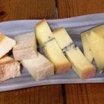 Selección diaria de quesos afinados - La Simfonia (Girona)