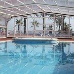 piscina cubierta y jacuzzi para el invierno
