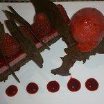 Dessert au chocolat et framboises